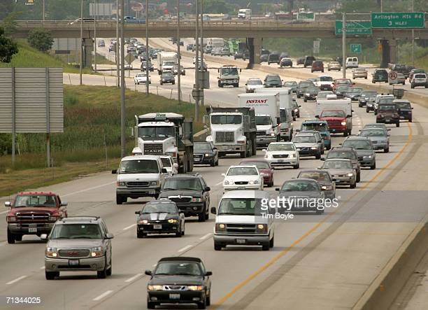 Traffic is seen along Interstate 90, the Northwest Tollway, June 30, 2006 in Des Plaines, Illinois. Fourth-of-July holiday travel is expected to...