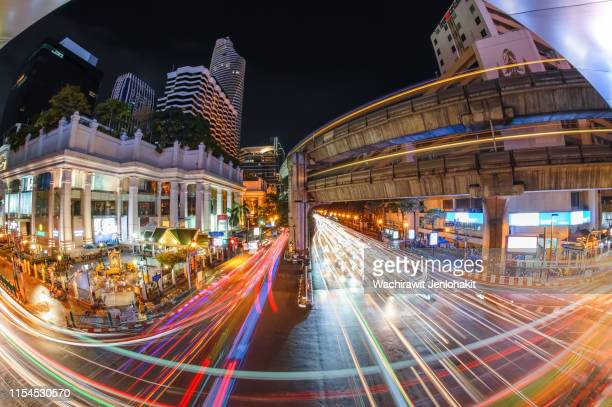traffic jam at night on ratchaprasong road ,bangkok. - ラチャプラソン ストックフォトと画像