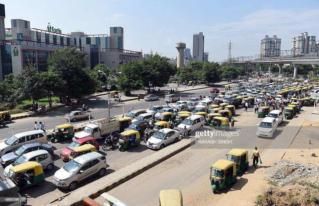 INDIA-ENVIRONMENT-CAR : News Photo