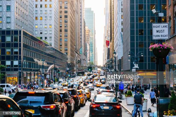 traffic jam on 42nd street in manhattan, new york city - traffico foto e immagini stock