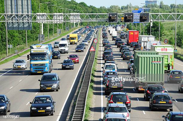 traffic jam on the dutch highway a2 - utrecht stockfoto's en -beelden