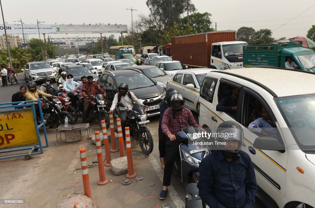 Ahlcon Suicide Case: Massive Traffic Jam On Noida-Delhi Link Road As Parents Protest Demanding CBI Probe