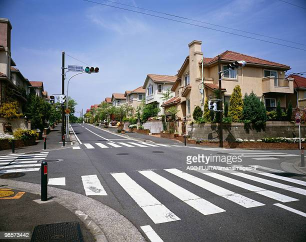 traffic light and crosswalk in residential district, ryokuentoshi, kanagawa prefecture, japan - road signal stock pictures, royalty-free photos & images