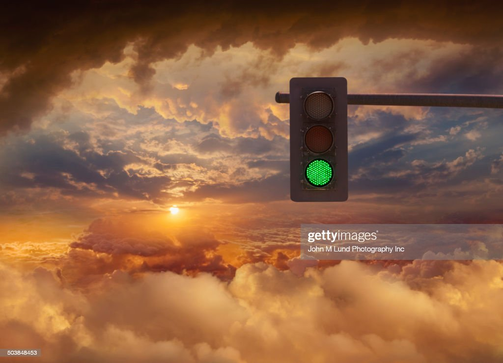 Traffic light in sunset sky : Stock-Foto