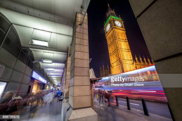 traffic light trails in westminster - parliament square stock pictures, royalty-free photos & images