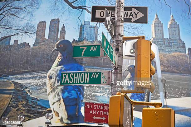 traffic lights and street name signs nyc - 7th avenue stock pictures, royalty-free photos & images