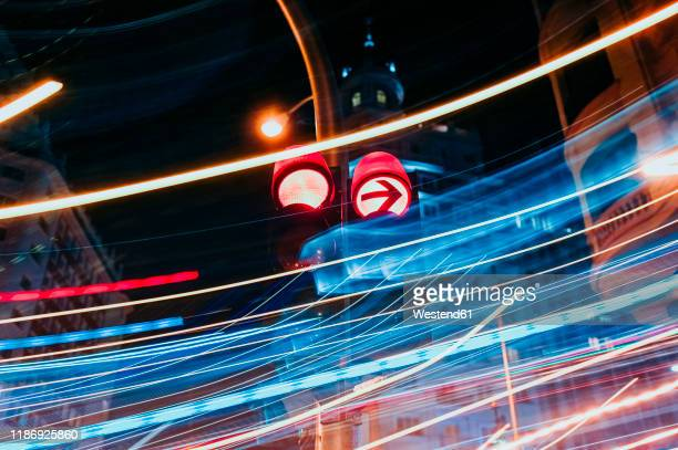 traffic lights at luminous night in madrid city, long exposure - poste imagens e fotografias de stock