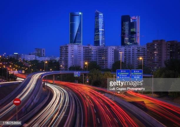 traffic lights on the m30 - exposição longa imagens e fotografias de stock