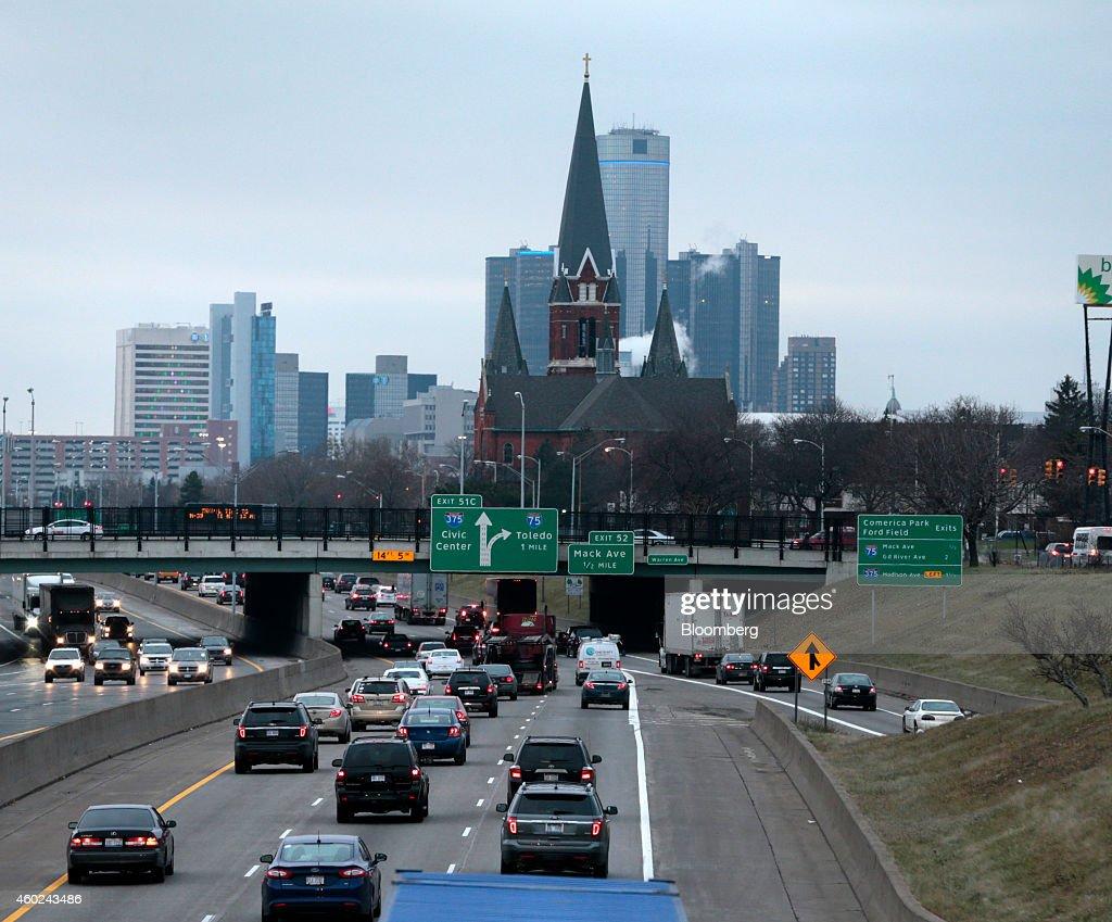 Michigan Governor Rick Snyder Sets End for Detroit Emergency : News Photo