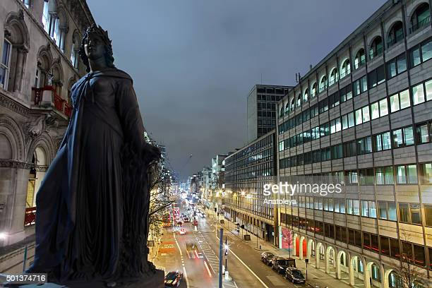 traffic on farringdon at night - holborn stock pictures, royalty-free photos & images