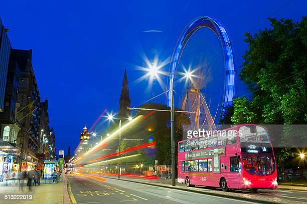 traffic on princes street at night, edinburgh - ロージアン ストックフォトと画像