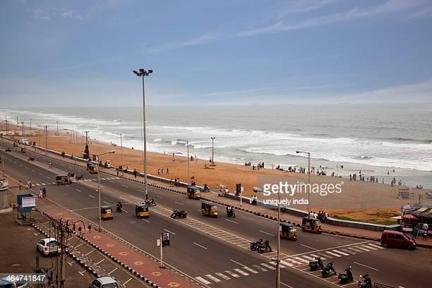 traffic on road along the beach, visakhapatnam, andhra pradesh, india - ヴィシャカパトナム ストックフォトと画像