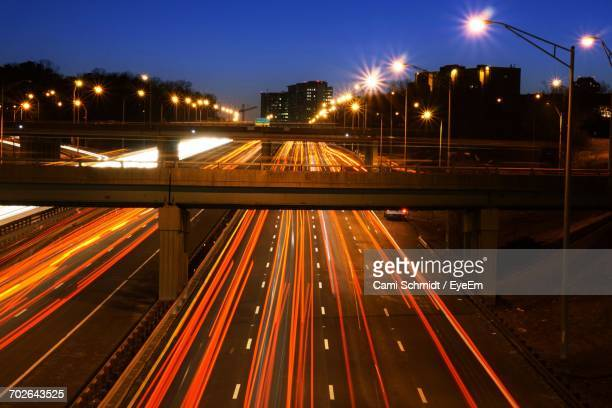 traffic on road at night - vehicle light stock pictures, royalty-free photos & images