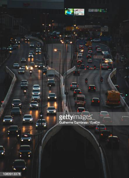 traffic on road in city at night - belo horizonte stock pictures, royalty-free photos & images