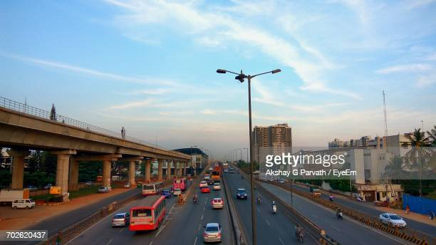 traffic on road - bangalore stock pictures, royalty-free photos & images