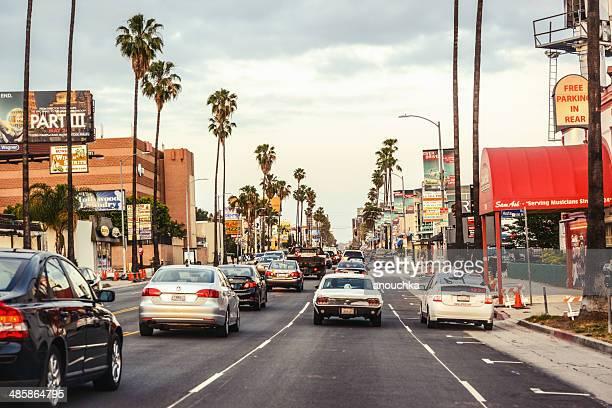 tráfego no sunset boulevard hollywood, los angeles - hollywood califórnia - fotografias e filmes do acervo