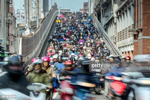 Verkehr auf der Brücke durch Taipei