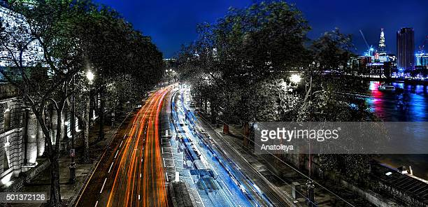 traffic on the embankment at night - anatoleya stock pictures, royalty-free photos & images