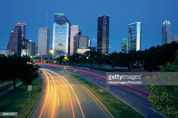traffic on the road at night, allen parkway, houston, texas, usa - houston texas photos et images de collection