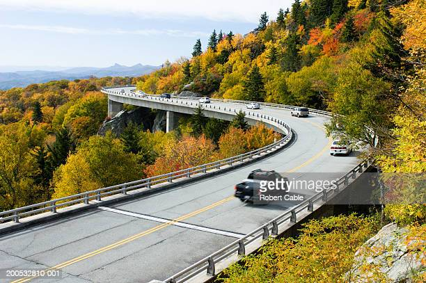 traffic on viaduct, elevated view, autumn, (blurred motion) - blue ridge parkway stock pictures, royalty-free photos & images
