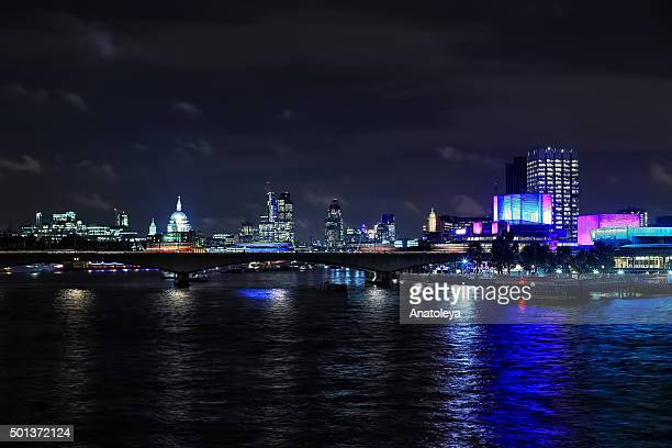 traffic on waterloo bridge at night - anatoleya stock pictures, royalty-free photos & images