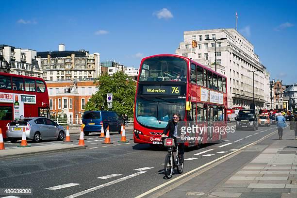 Verkehr auf der Waterloo Bridge, London