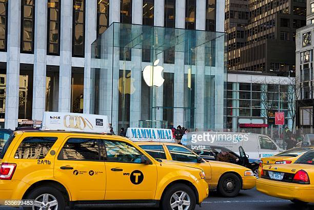Traffic outside  Apple Store  at Fifth Avenue, New York City