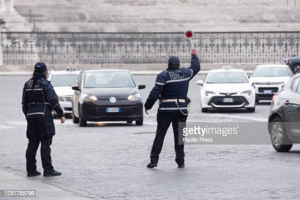 Traffic Police check the cars passing through Venice Square in Rome to check if they can circulate following the restrictions of the red zone, to...