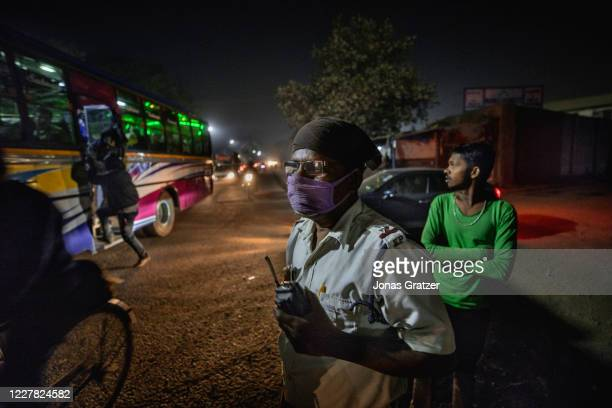 Traffic police is on duty in one of Kolkata's most polluted areas, the Garden Reach Dock area, where the AQI measures up to 850. According to the...