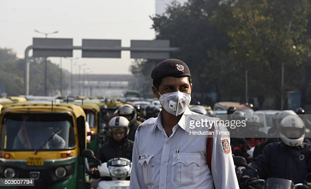 Traffic Policeman wearing mask during the trial run of the OddEven scheme at ITO on December 31 2015 in New Delhi India To control the pollution...