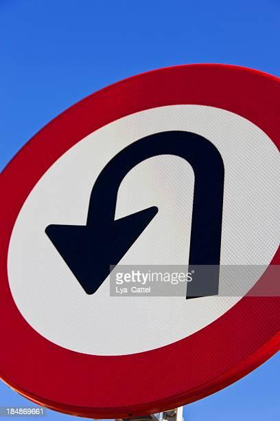 señal de tráfico - devolución del saque fotografías e imágenes de stock
