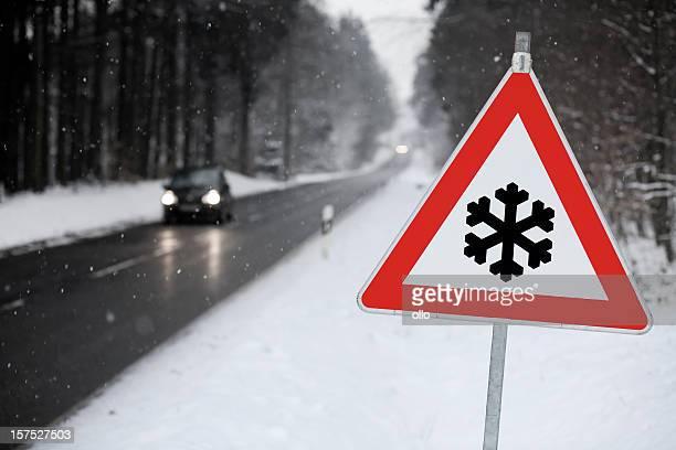 traffic sign-schnee voraus - ollo stock-fotos und bilder