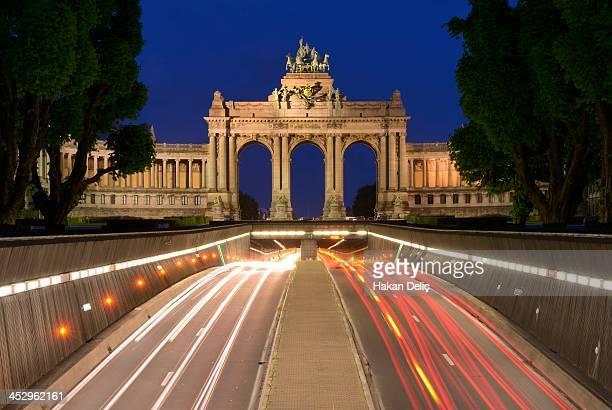 Traffic through Arc de Triomphe
