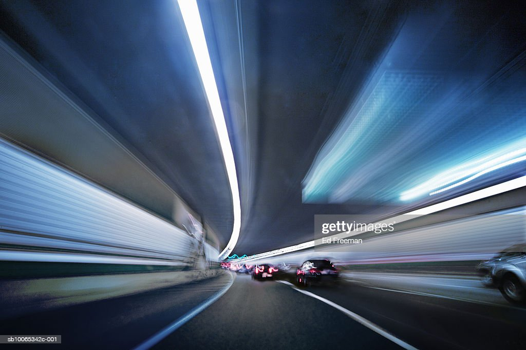 Traffic through tunnel : Foto stock