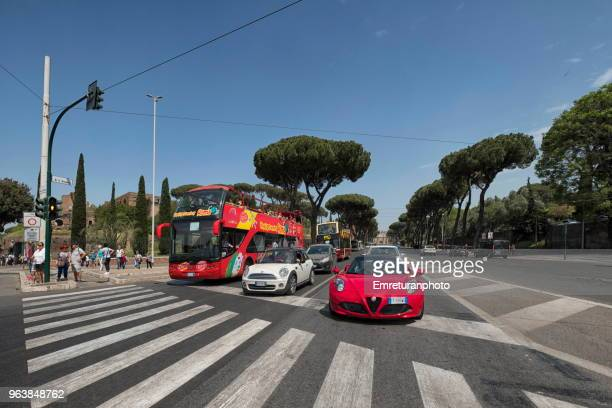 traffic waiting at pedestrian crossing in rome. - emreturanphoto stock pictures, royalty-free photos & images