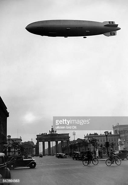 Trafficr: Airship 130 Graf Zeppelin above the 'Brandenburger Tor' in Berlin- around 1938- Published by 'Berliner Allgemeine Zeitung' - Photographer:...