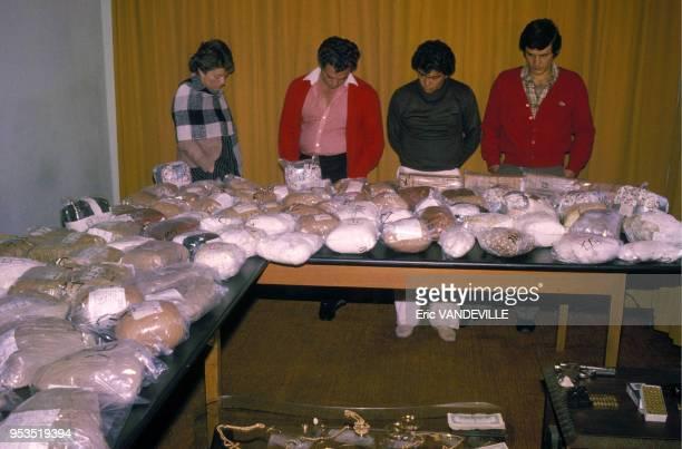 Trafiquants de cocaine du cartel de Medellin arrêtés par la police colombienne en 1988 à Bogota Colombie