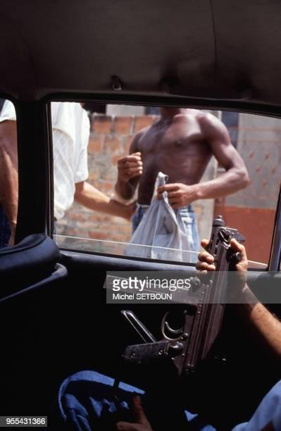 Trafiquants de drogues dans une favela de Rio de Janeiro, Brésil.
