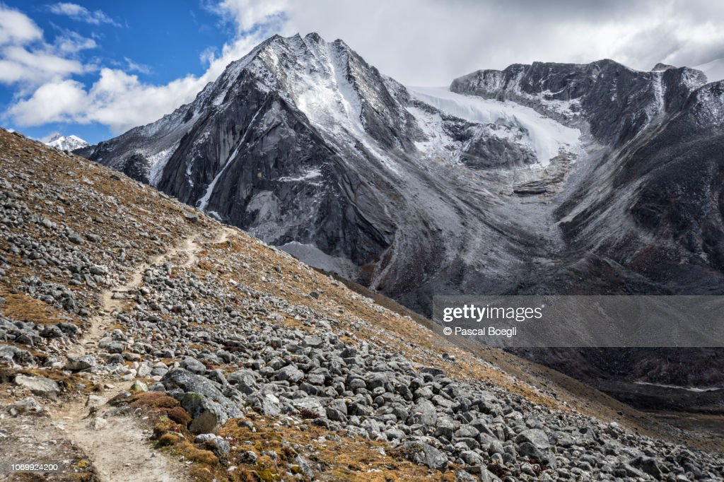 Trail and anonymous summit on the way to Jichu Dramo, Wangdue Phodrang district, Snowman Trek, Bhutan : Stock Photo
