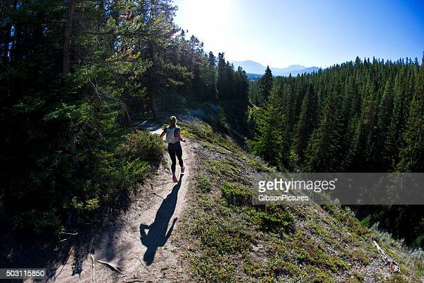 trail runner girl - cross country running stock pictures, royalty-free photos & images
