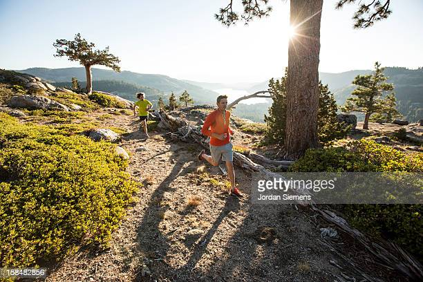 trail running in the sierra mountains. - cross country running stock pictures, royalty-free photos & images