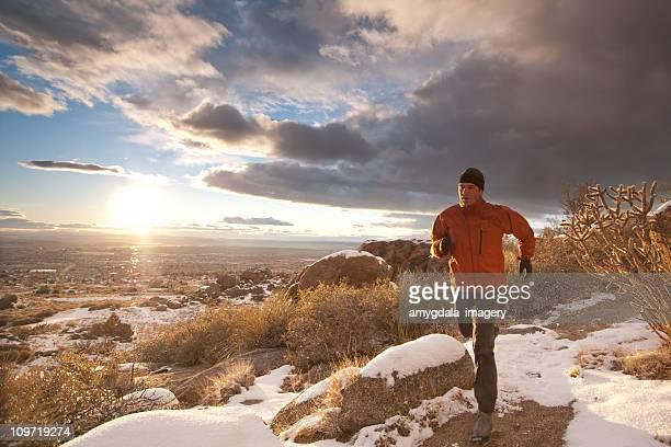 trail running-Landschaft bei Sonnenuntergang