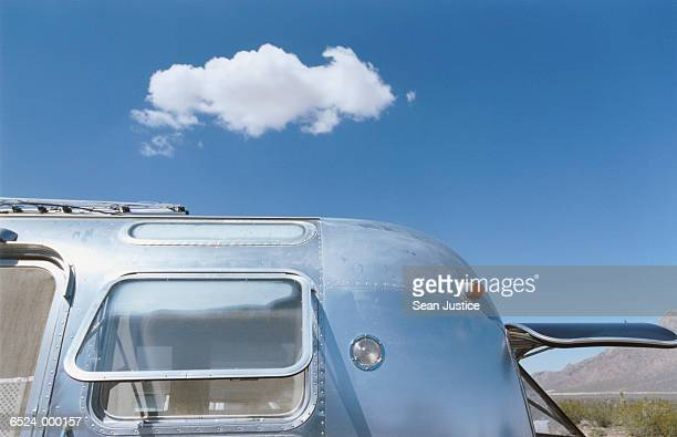 trailer home and sky - trailer stock pictures, royalty-free photos & images