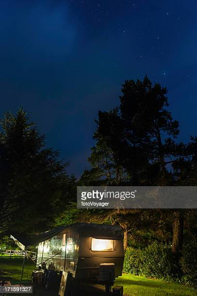 trailer in state park illuminated under starry sky - oregon us state stock pictures, royalty-free photos & images