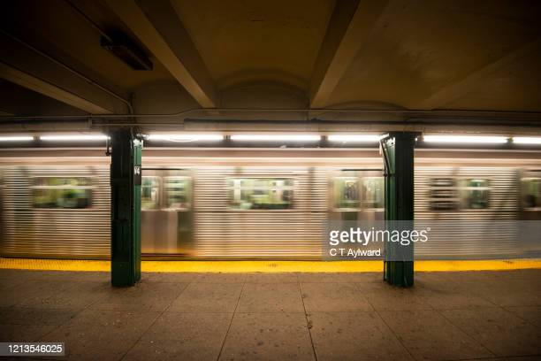 train arriving at new york subway station - new york city subway stock pictures, royalty-free photos & images