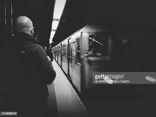 train arriving at station - new york city subway stock pictures, royalty-free photos & images