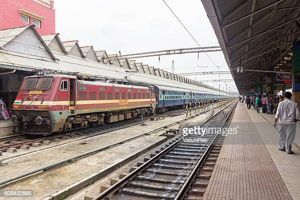 train at howrah railway station, kolkata, india - station stock pictures, royalty-free photos & images