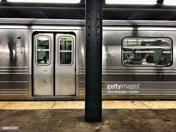 train at railroad station platform - subway station stock pictures, royalty-free photos & images