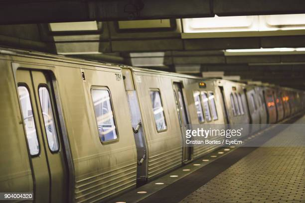train at subway station - bortes stock pictures, royalty-free photos & images