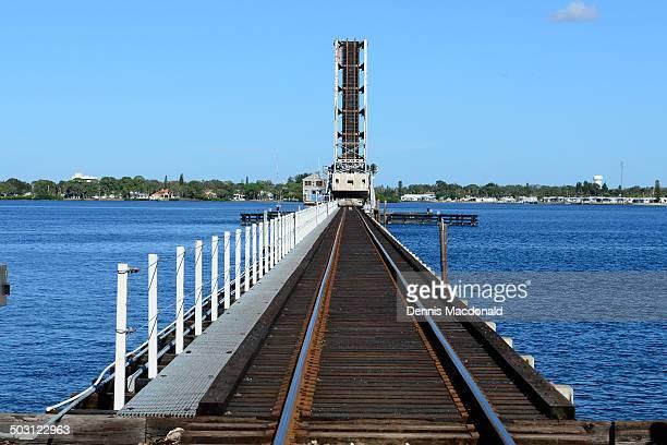 train bridge on the riverwalk at bradenton - bradenton stock pictures, royalty-free photos & images